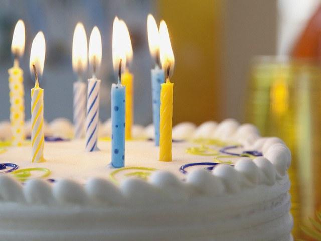 Почему торт со свечами явлется атрибутом дня рождения