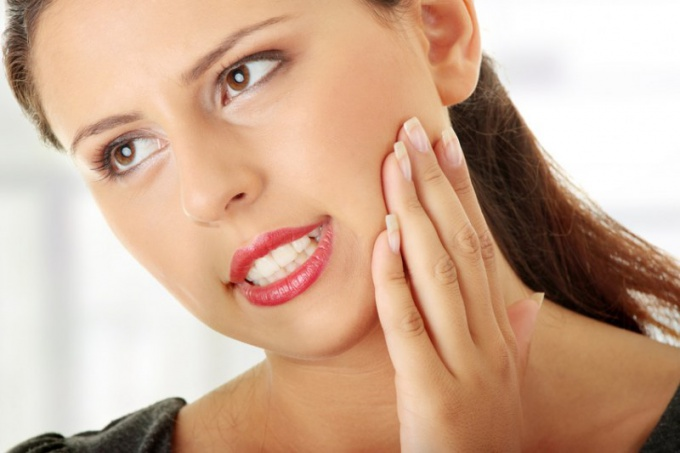 Почему ломит зубы от холодного и горячего