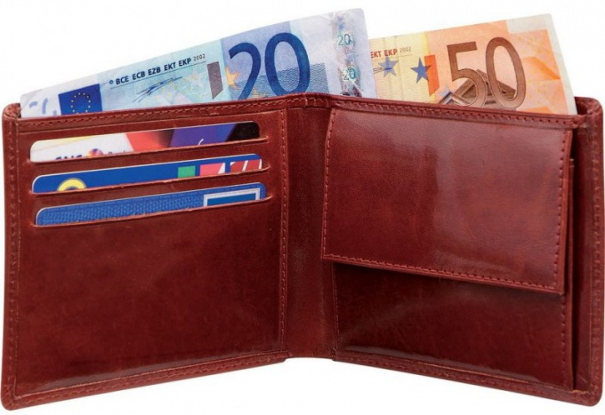 What color wallets attract money