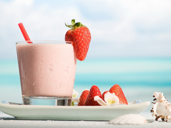 The recipe for a delicious strawberry cocktail