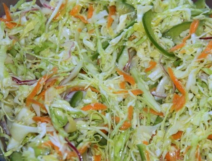 Сколько калорий в салате из свежей капусты и моркови