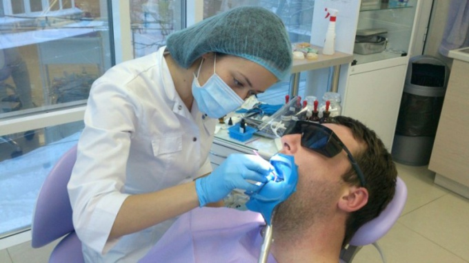 Что такое клиновидный дефект зуба