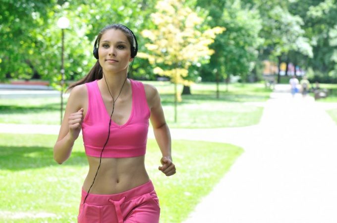 When it is healthier to jog in the morning or in the evening?