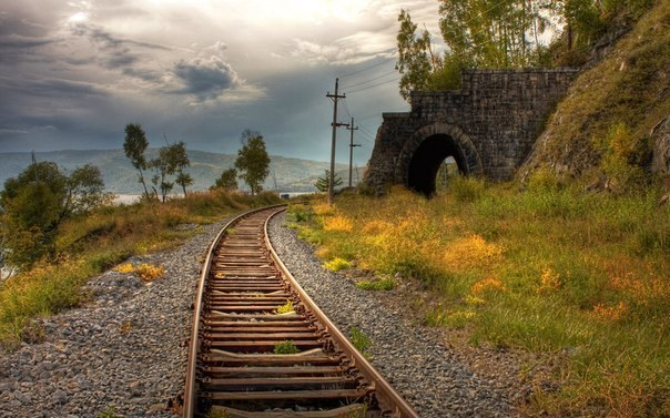 Why the railway track in Russia is wider