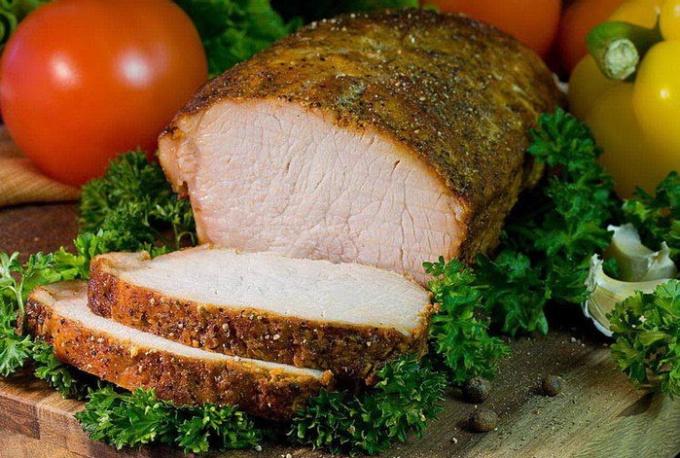Свиной карбонад обладает прекрасными вкусовыми качествами и относится к деликатесам