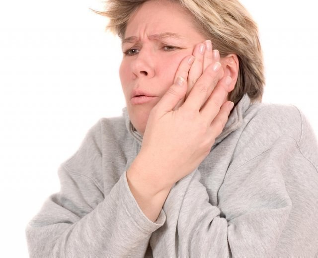Why severe pain after tooth extraction?