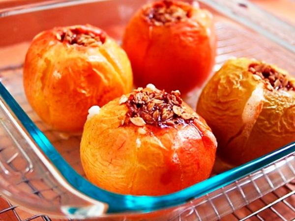 Приготовить аппетитные яблоки в микроволновке