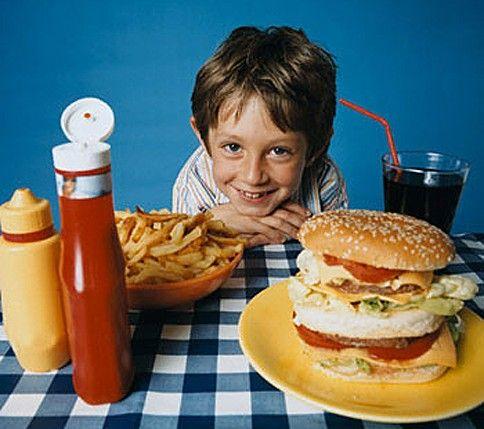 Как отучить ребенка от вредной еды