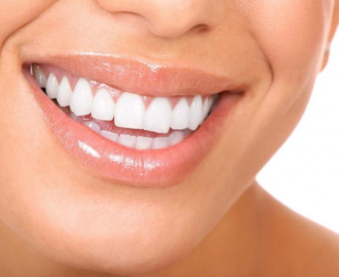 Как чистить зубы солью