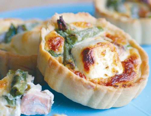 Пирог с лососем и сливочным сыром