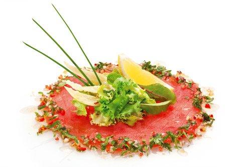 тунец с томатной сальсой