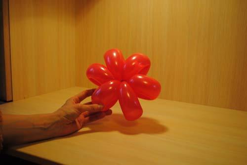 Как сделать цветок из шаров