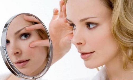 We get rid of bags under the eyes: an effective mask