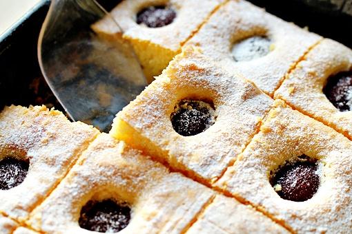 Как приготовить пирог со сливами