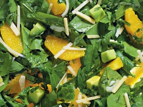 Шпинатный салат с апельсином и репой