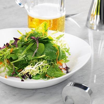 Салат из шпината, щавеля и водорослей