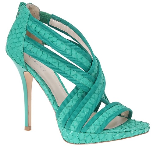 What to wear with turquoise sandals