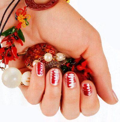 Необычные узоры на ногтях с помощью иголки