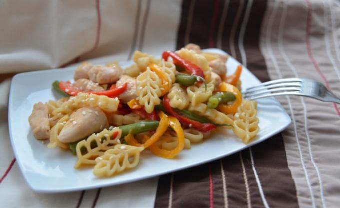 Паста-салат с куриным филе