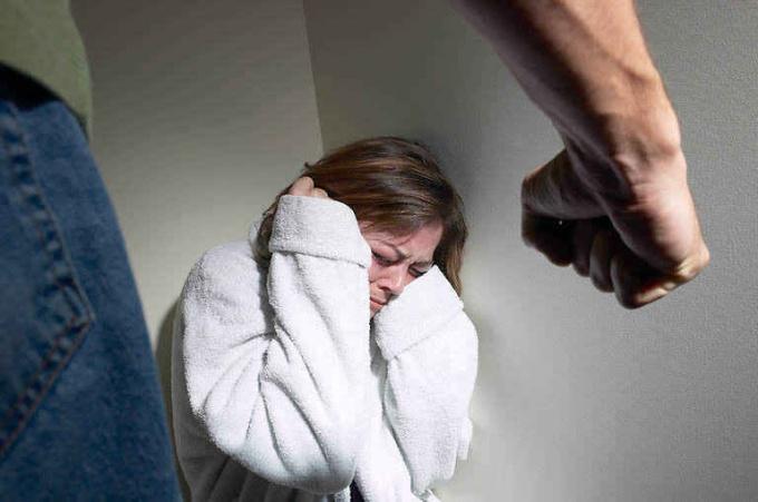 Домашнее насилие: как распознать плохого мужа в хорошем женихе?