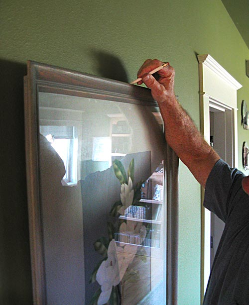 Как легко повесить картину на стену