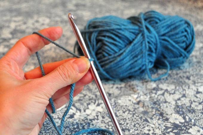 Как связать крючком карандашницу