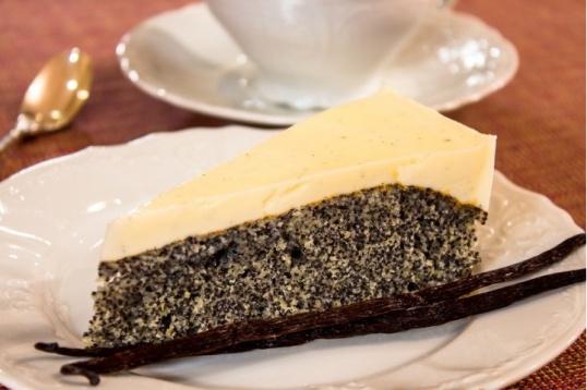 Пирог с маком и сметанно-ванильным кремом