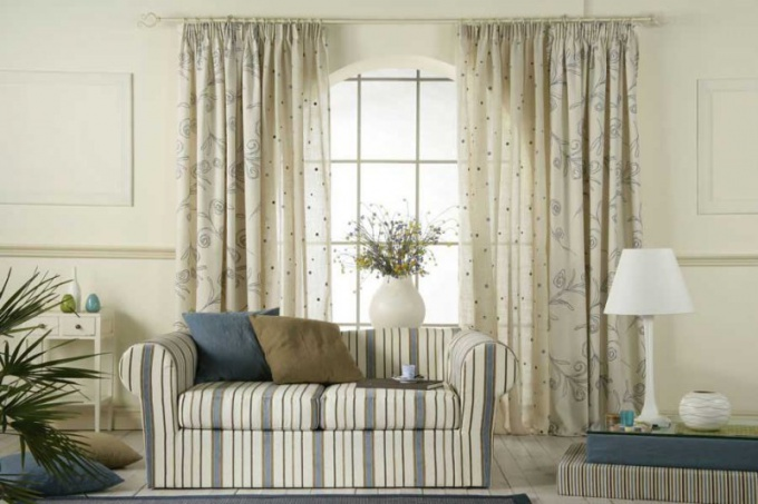 What color to choose curtains
