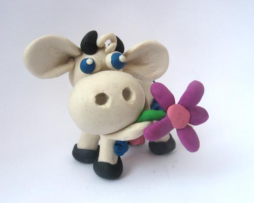Как сделать корову из пластилина