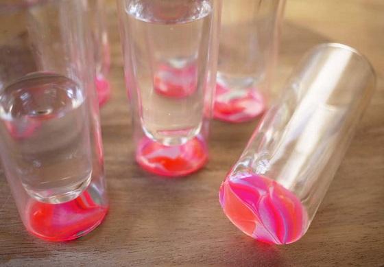 Как украсить простые стеклянные стаканы