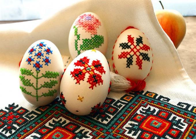 Яйца с вышивкой