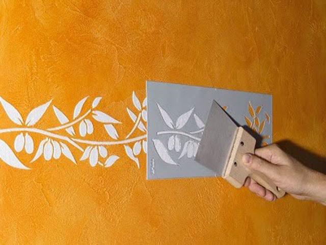 Применение трафарета для окраски стен