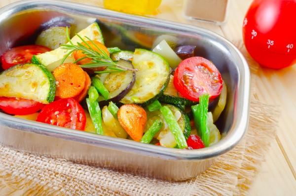 Как запекать овощи в духовке