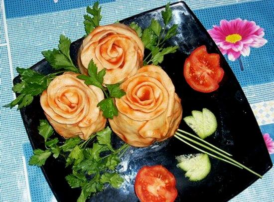 «Розы» из теста с начинкой