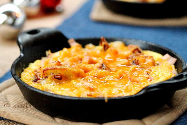 Как запечь картошку с яйцами и беконом в духовке