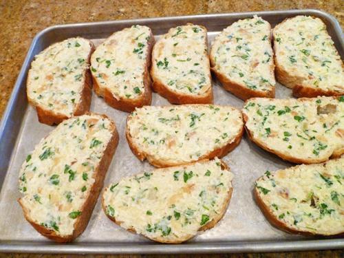 Как приготовить вкуснейший чесночный хлеб