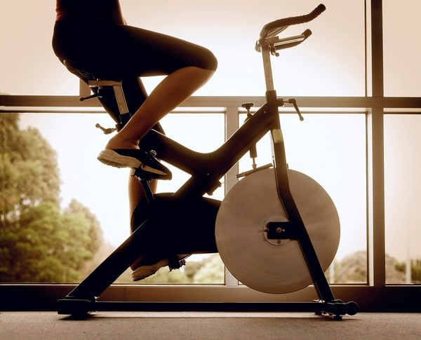 Что лучше: беговая дорожка или велотренажер?