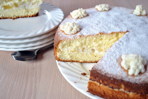 Cake with cottage cheese cream