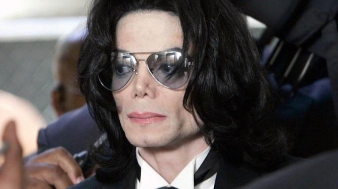Из-за чего умер Майкл Джексон