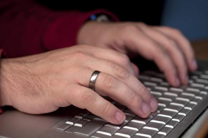 Беспроводная клавиатура повышает удобство пользования планшетом