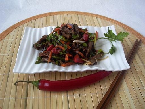 Салат из языка с чечевицей