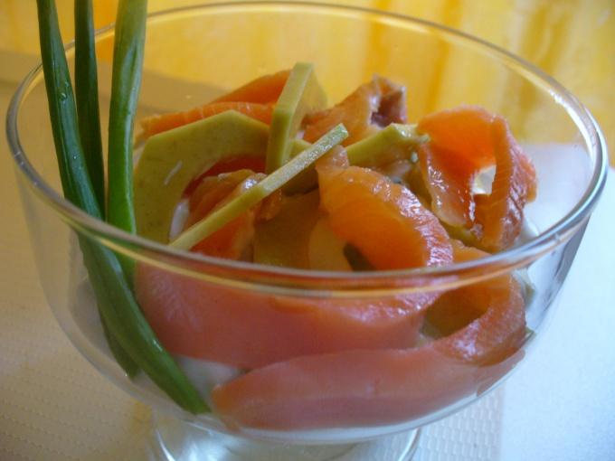 закуска из лосося и авокадо