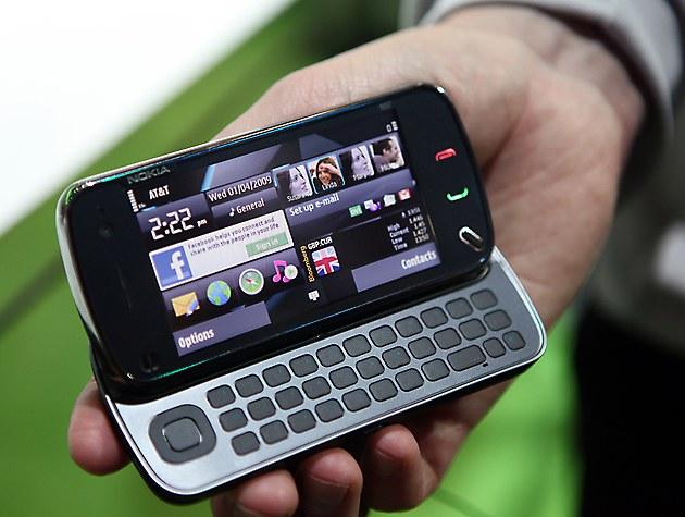 Зачем люди покупают дорогие телефоны