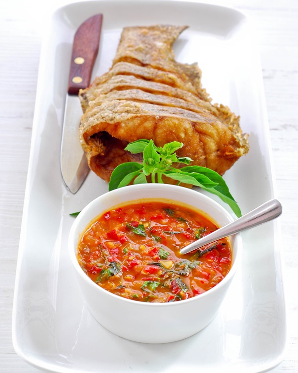 Как приготовить рыбу по-азиатски с чесночным соусом