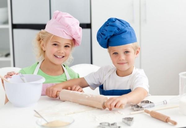 Семейное чаепитие как метод приучить ребенка помогать маме