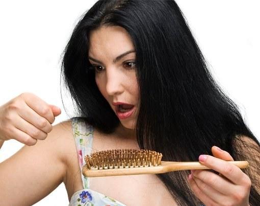 Почему волосы выпадают вместе с луковицей