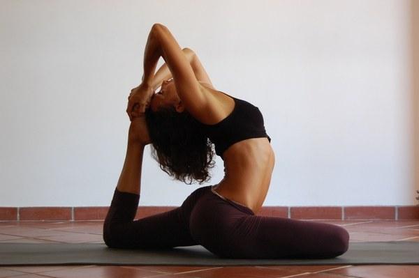 Йога против остеохондроза: плюсы и минусы