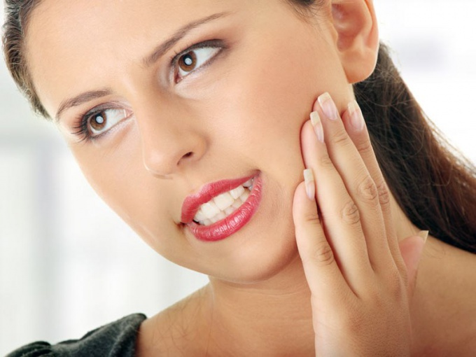 Почему болит зуб при надавливании