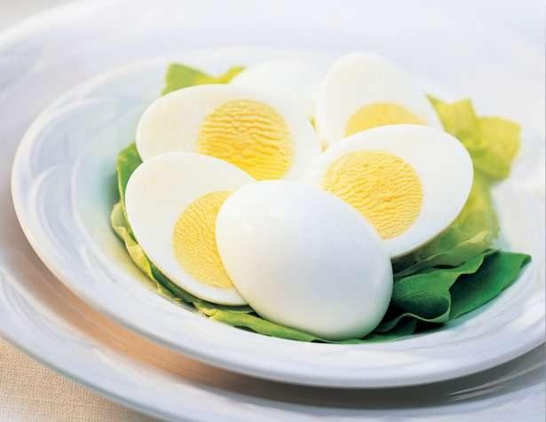 С чем есть вареные яйца