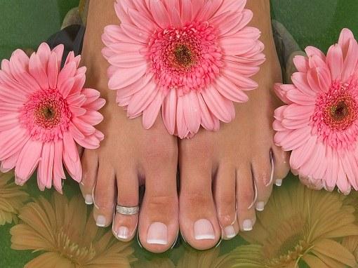 Содержание ног в чистоте является профилактикой отслоения ногтей